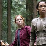 Photo Mina Sundwall, Taylor Russell, Perdus dans l'espace Saison 1