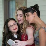 Photo Kathryn Newton, Geraldine Viswanathan, Gideon Adlon