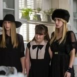 Photo, Taissa Farmiga, Emma Roberts