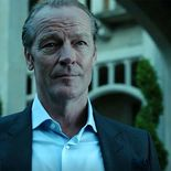 photo Bruce Wayne, Titans Saison 2, Iain Glen