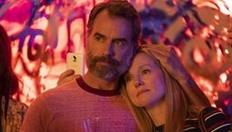 photo, Laura Linney, Murray Bartlett