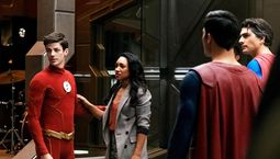 photo, The Flash, Batwoman, Supergirl, DC's Legends of Tomorrow