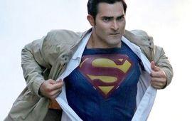 Le Arrowverse dévoile les premières photos réunissant ses différents Superman