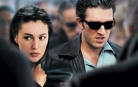 Agents secrets : critique sous couverture