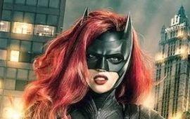 Batwoman se dévoile encore plus dans de nouvelles images étranges de Elseworlds, le crossover de l'Arrowverse