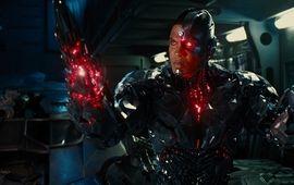 Justice League : Ray Fisher continue sa guerre contre la Warner avec de nouvelles accusations