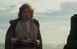Star Wars : Rian Johnson justifie la couleur du sabre de Luke dans Les Derniers Jedi