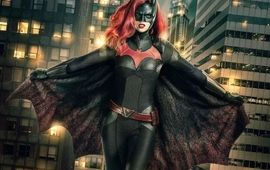 Batwoman saison 2 : premier aperçu de la Batmobile qui débarque dans la série DC
