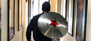 Captain America : Marvel vient-elle de teaser l'identité du remplaçant de Chris Evans ?