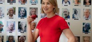 I Care a Lot : critique qui fait du meuf avec des vieux sur Netflix