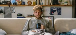 Fou de toi : bande-annonce délirante pour la romcom Netflix en mode Vol au-dessus d'un nid de coucou