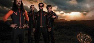 Après Hero Corp et Kaamelott, Simon Astier va revenir avec une série SF pour Warner TV