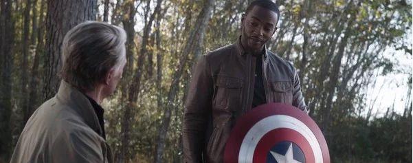 Anthony Mackie parle de l'importance pour lui d'incarner un Captain America noir après Avengers : Endgame
