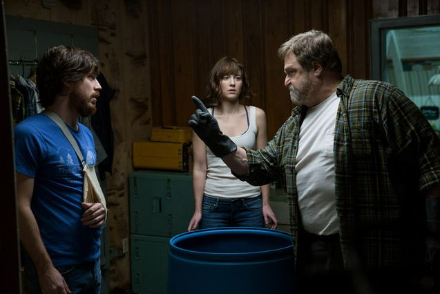 Photo John Gallagher Jr., Mary Elizabeth Winstead, John Goodman