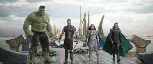 Photo Tessa Thompson, Chris Hemsworth, Tom Hiddleston, Mark Ruffalo