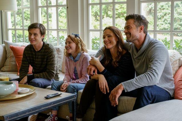 Photo Nick Robinson, Jennifer Garner, Josh Duhamel