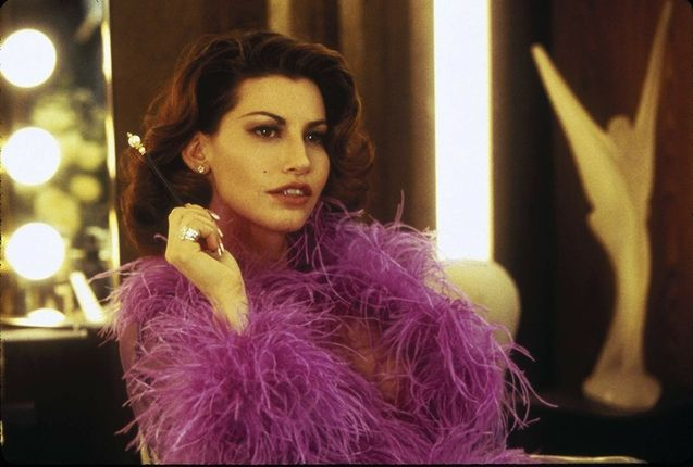 photo, Gina Gershon