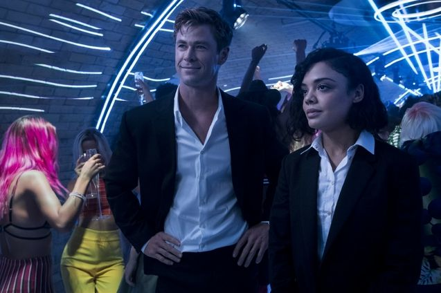 photo, Chris Hemsworth, Tessa Thompson
