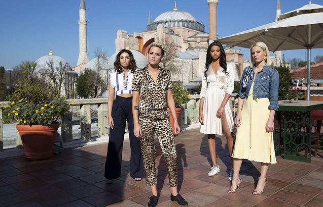photo, Ella Balinska, Kristen Stewart, Naomi Scott, Elizabeth Banks