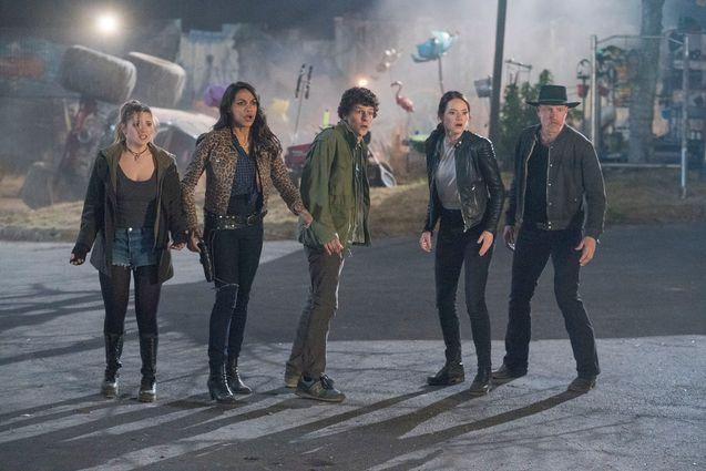 photo, Emma Stone, Woody Harrelson, Abigail Breslin, Rosario Dawson, Jesse Eisenberg