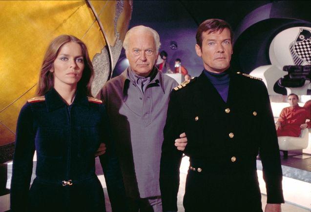 photo, Roger Moore, Barbara Bach, Curd Jürgens