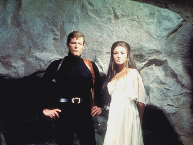 photo, Roger Moore (I), Jane Seymour