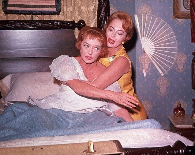 Bette Davis, Olivia de Havilland