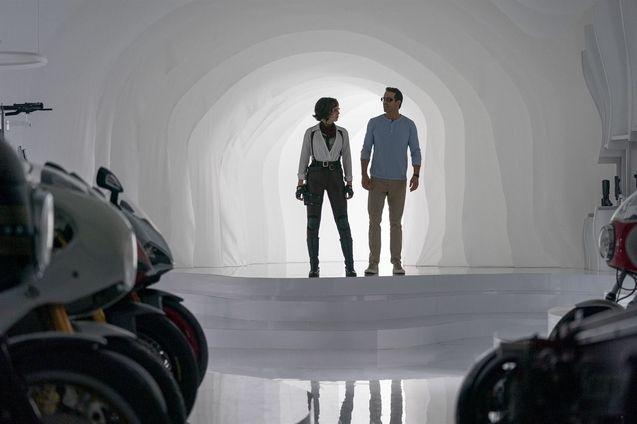 photo, Jodie Comer, Ryan Reynolds