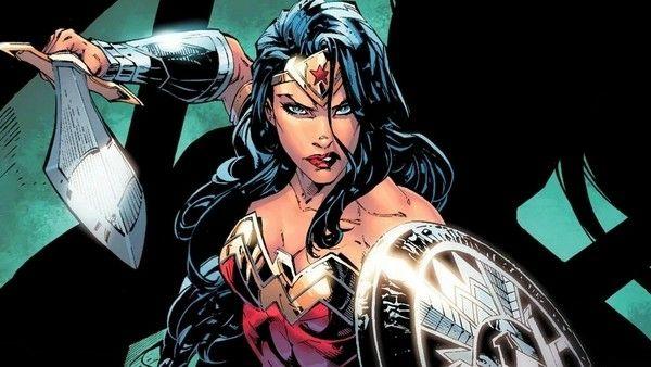 Wonder woman s'amuse seule