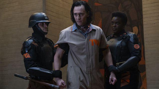 photo, Tom Hiddleston, Wunmi Mosaku