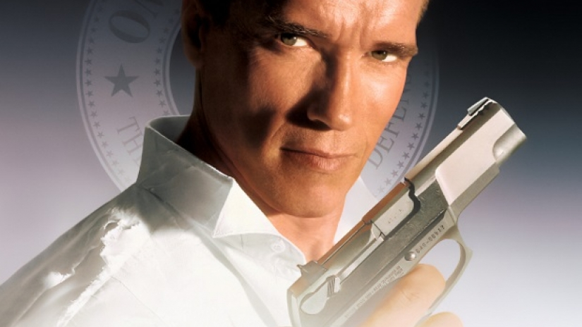 Schwarzenegger la soutient — Eliza Dushku violée