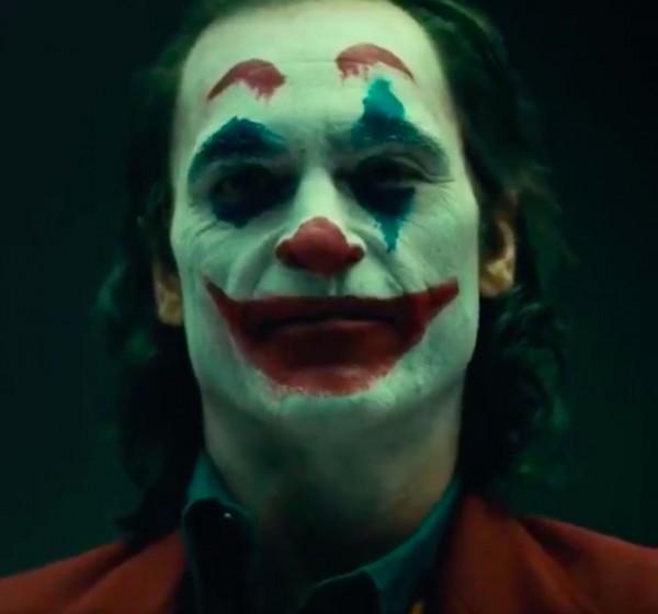 Voilà à quoi ressemblera Joaquin Phoenix avec maquillage et c'est flippant — Joker